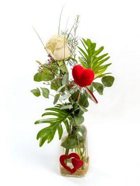 Jarrón con una rosa